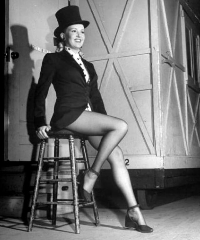 Betty Grable pin up photo