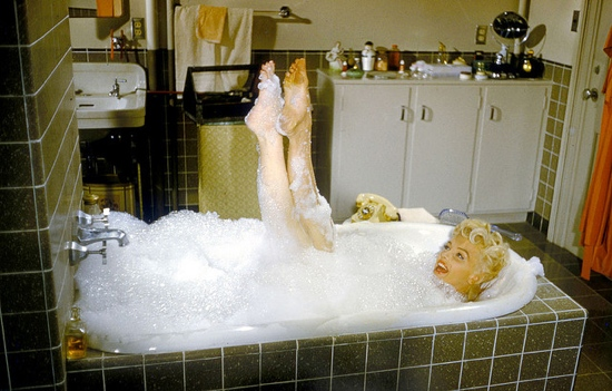 Marilyn_Monroe_nude_in_the_bath.JPG