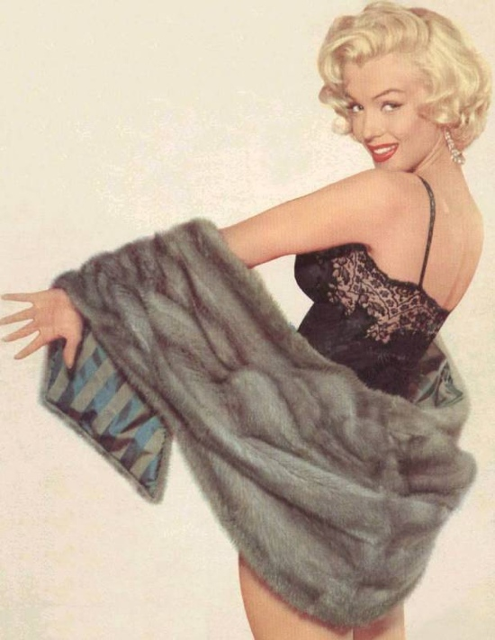 Marilyn_Monroe_in_underwear_and_fur.JPG
