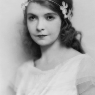 Silent movie star Lillian Gish looking stunning