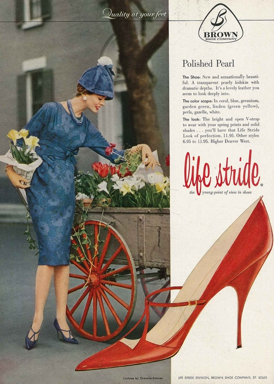 Ooh, stunning 1950s red shoes!