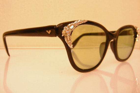 1950's cat eye sunglasses with rhinestones