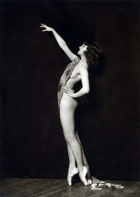 1920s naked lady ballet dancing