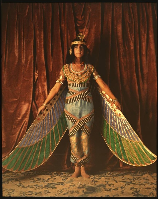 Vintage_dancer_in_Egyptian_costume_1915.JPG