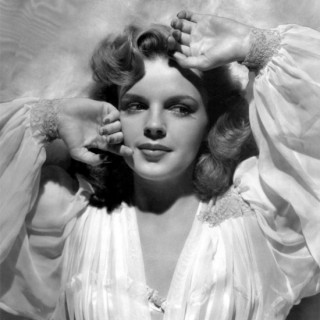 Judy Garland looking sexy…