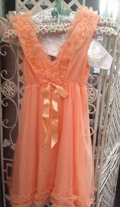 Brand new unworn 1970's vintage baby doll nightie